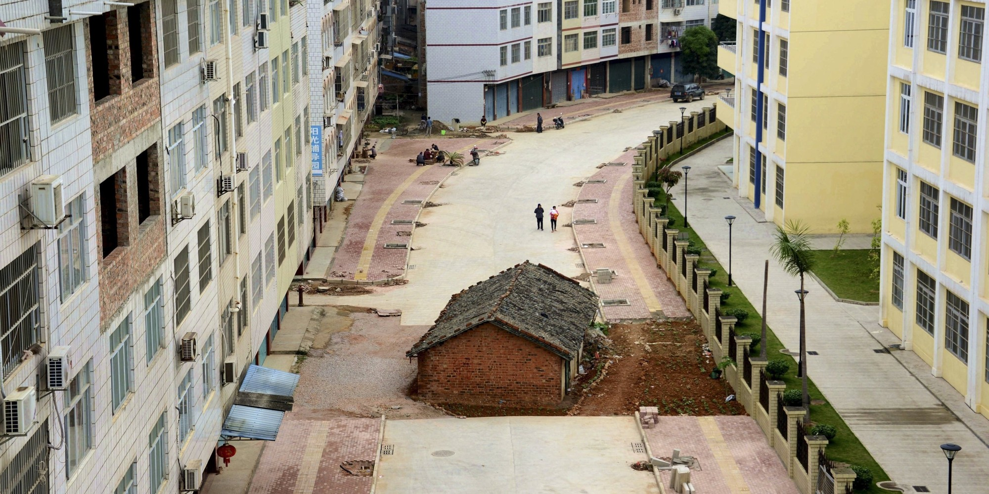 "A ""nail house"", the last building in the area, sits in the middle of a road under construction in Nanning, Guangxi Zhuang Autonomous Region April 10, 2015. According to local media, the owner of the house didn't reach an agreement with the local authority about compensation of the demolition. Picture taken April 10, 2015. REUTERS/Stringer CHINA OUT. NO COMMERCIAL OR EDITORIAL SALES IN CHINA      TPX IMAGES OF THE DAY"