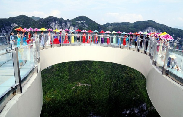 Yuanduan glass skywalk